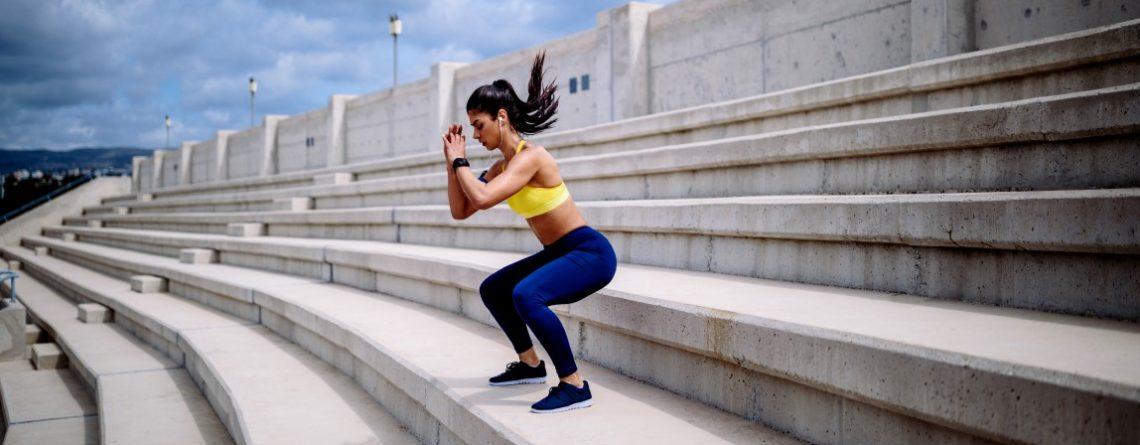 fitness wyzwanie przysiady na schodach