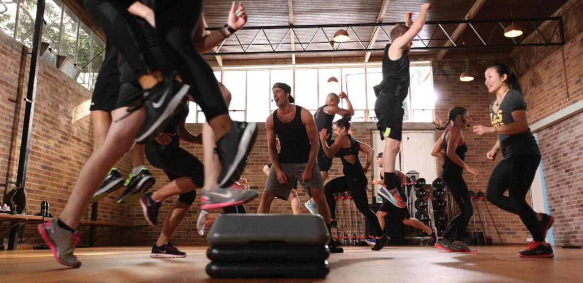 trening na siłowni zajęcia grupowe